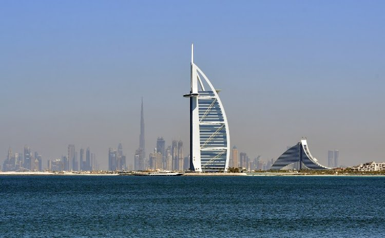A picture taken on March 14, 2018 shows the skyline of Dubai with the Burj al-Arab (C-R) in the foreground and Burj Khalifa (C-L) in the background. / AFP PHOTO / GIUSEPPE CACACE